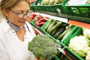 woman-shopping-for-broccoli