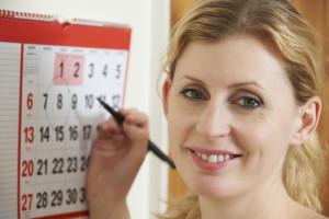 woman-circling-date-on-calendar